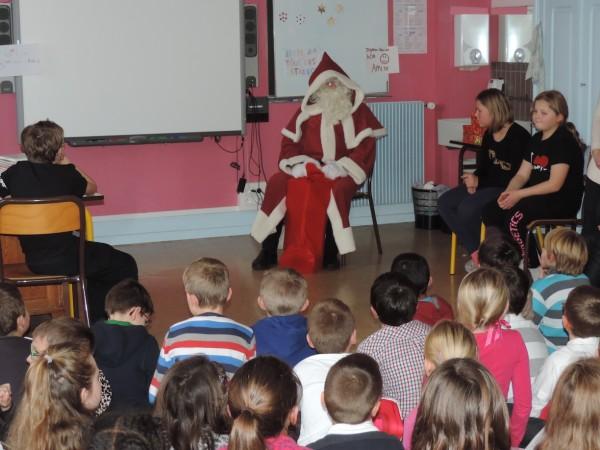 Le Père Noël à l'école élémentaire (2)