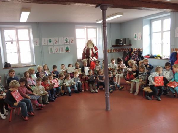 Le Père Noël à l'école maternelle